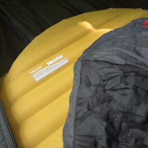 Karimatka Therm-A-Rest NeoAir XLite Small a spacák Hannah Scout 120