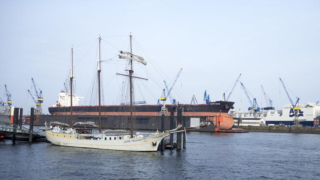 V hamburském přístavu uvidíte lodě všech velikostí